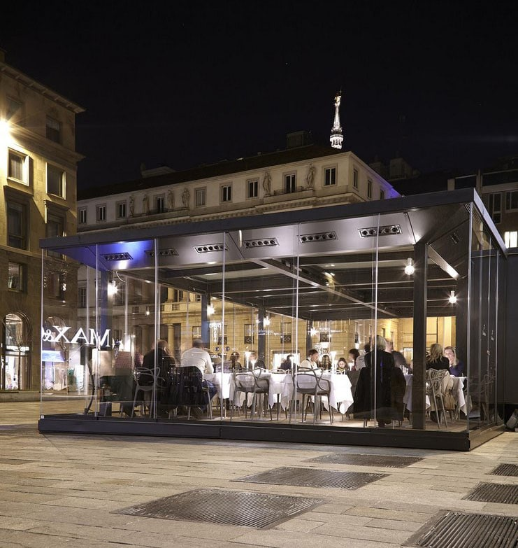 Dehors in piazza del Liberty, Milano. Glass Pavilions. A project by Lai Studio - Maurizio Lai Architects